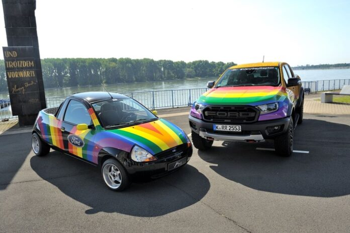 "image 1 109 696x463 - Ford ""Very Gay Raptor"" im Kölner CSD"