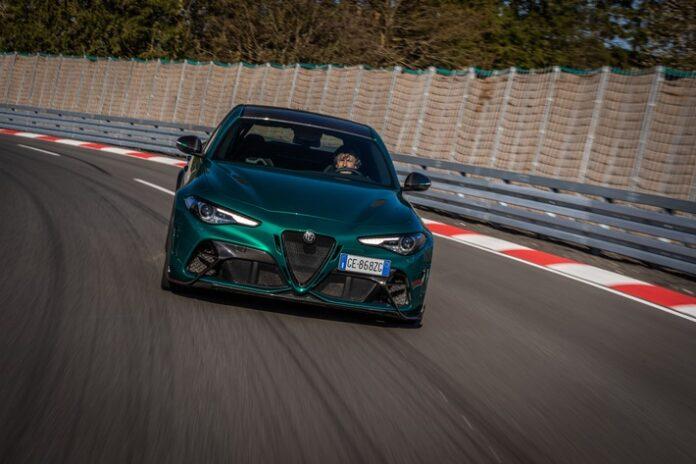 """image 1 22 696x464 - Die Alfa Romeo Giulia GTAm im Urteil von Rennfahrer Christian Menzel: """"Puristischer Sportwagen"""""""
