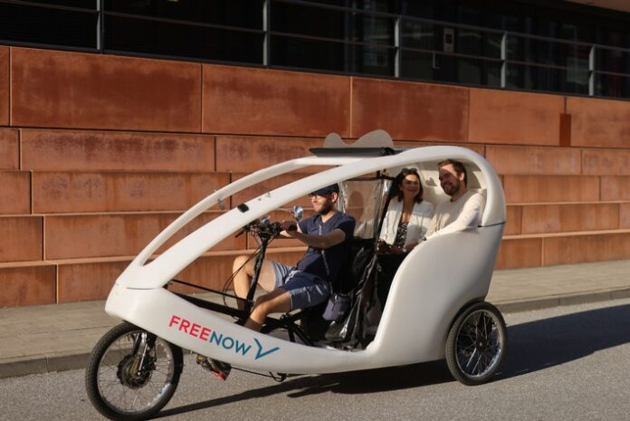 image 1 75 696x465 - Fahrrad-Taxis in vier deutschen Städten FREE NOW bietet jetzt Rikschas in Hamburg, Berlin, München und Köln an